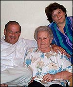 Dona Bras�lia It�lia Cirilo da Silva, 83, with family members