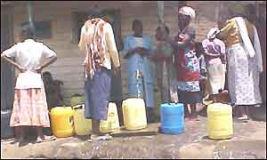 Kibera water queue
