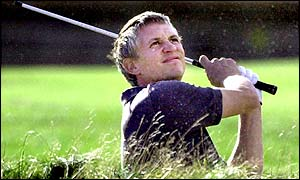 Gary Lineker plays to the green on the 18th at Carnoustie