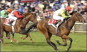 BBC SPORT | Other Sports | Horse Racing | Rutter leaves it late