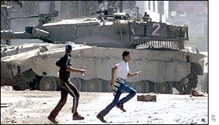 Palestinian boys in front of an Israeli tank in Nablus
