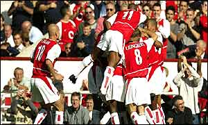 Arsenal celebrate tearing apart Sunderland