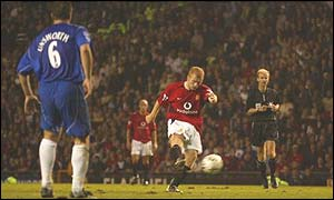Paul Scholes scores his second, and Man Utd's third