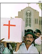 Pakistani Christians bury attack victims in Bahwalpur