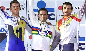 Santiago Botero (centre) with second-placed Michael Rich left and Igor Gonzalez (right)