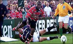 Gloucester wing Marcel Garvey beats Mossy Lawlor before going on to score the first try