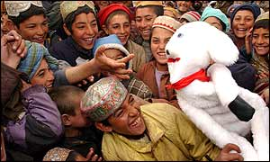 War Child's puppet Seamus with children in Afghanistan