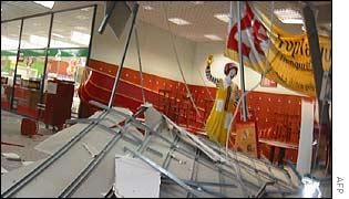 11 اکتبر - انفجار بمب دست ساز در يک مرکز خريد در هلسينکی فنلاند آرامش اين منطقه امن اروپا را به هم ريخت