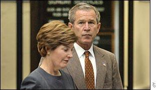 George W. Bush, presidente de EE.UU., y la primera dama Laura Bush.