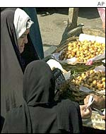 Women shopping in a Baghdad market
