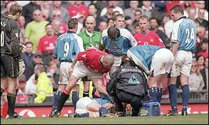 Roy Keane stands over Alf-Inge Haaland after his infamous tackle