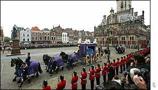 Royal hearse arrives to Delft