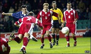 Steven Thompson scores Scotland's second goal