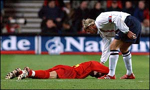 England's David Beckham shows his frustration at Macedonia's Robert Petrov