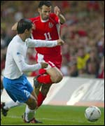 Ryan Giggs goes past Italy's