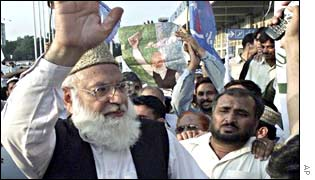 Qazi Hussain Ahmed, left, leader of Pakistan's largest religious party, Jamaat-e-Islami