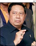 Indonesian Security Minister Susilo Bambang Yudhoyono talks to the press at a hotel in Nusa Dua, Bali, Indonesia, Oct. 17, 2002.