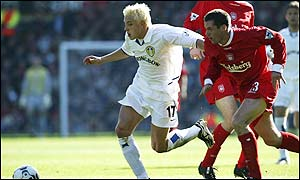 Alan Smith is pursued by Jamie Carragher