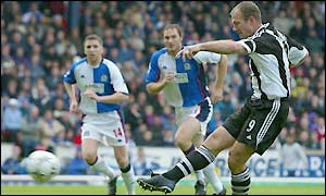 Alan Shearer scores a penalty, the 300th league and cup goal of his career