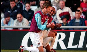 Trevor Sinclair (right) and Matthew Carrick celebrate at the Stadium of Light