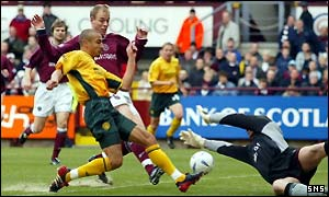 Henrik Larsson makes it 4-0 before half time