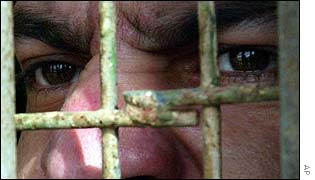 Iraqi death row prisoner watches release of fellow inmates from Abu Ghreib jail