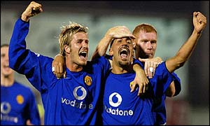David Beckham and Paul Scholes celebrate with Juan Sebastian Veron