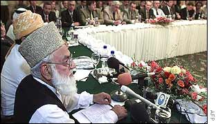 Qazi Hussain Ahmed at meeting