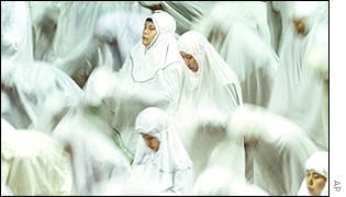Indonesian Muslim women pray during an Ramadan prayer at Istiqlal mosque, November 2001