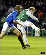 Gary O'Connor (right) draws Hibs level
