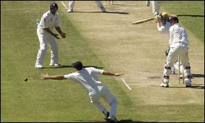 Nasser Hussain dives in vain for an edge off Shaun Marsh