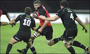 Todd Blackadder takes on the Neath defence
