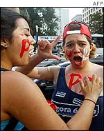 Two Lula supporters in Sao Paolo paint