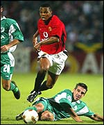 Manchester United midfielder Quinton Fortune skips over a tackle