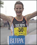 Sonia O'Sullivan wins the Great South Run in a world record time