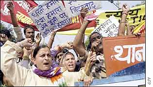 Environmental activists demonstrate in Delhi