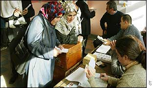 Turkish women cast their votes