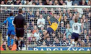 Chelsea keeper Carlo Cudicini saves from Jamie Redknapp