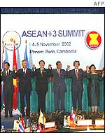 Asean leaders hold hands