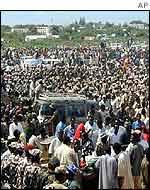 Large crowd in Mogadishu, welcoming last week's truce
