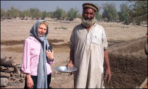Jenny Cuffe with opimum grower Abdul Latif Muskinyar