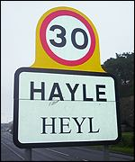 A road sign in both English and Cornish