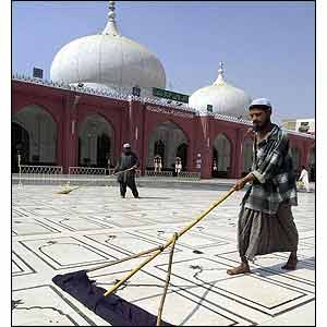 Pakistani Muslims sweep the floors of a Karachi mosque (AFP)