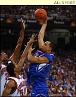 Drew Gooden in action for Kansas University