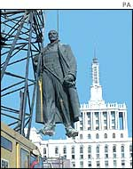 Statue of Lenin in Bucharest is dismantled in 1990