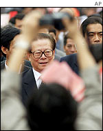 Jiang Zemin pictured in a crowd in Vietnam as photographer aims camera