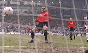 An early Eric Cantona penalty leaves Manchester City reeling