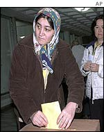 Turkish woman votes