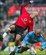 United's Juan Sebastian Veron and City's Niclas Anelka get in a tangle