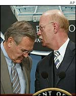 US Defence Secretary Donald Rumsfeld (l) with German Defence Minister Peter Struck